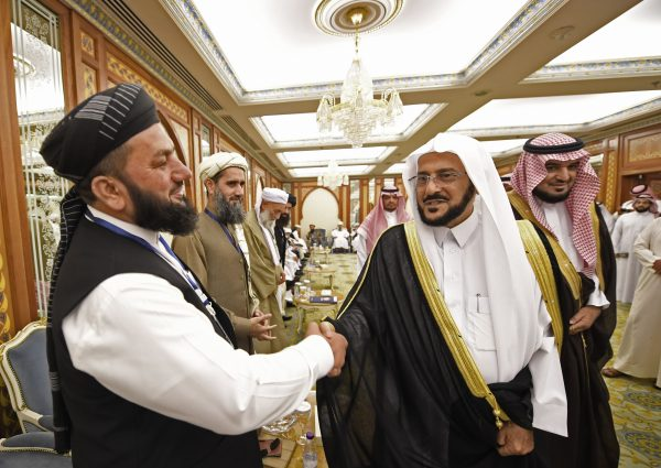 Saudi minister of Islamic affairs Abdullatif Al-Sheikh shaking hands with a Muslim cleric