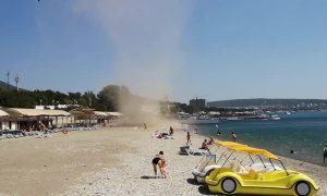 Dust Devil at Russian Resort Sends Beachgoers Fleeing