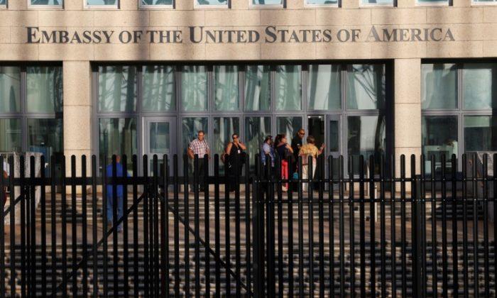 Cuban employees enter the U.S. Embassy in Havana, Cuba, August 22, 2018. (Reuters/Stringer)