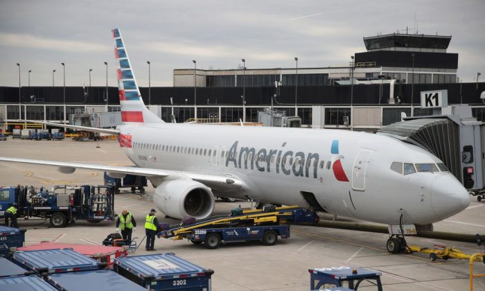 Workers load luggage onto an American Airlines aricraft at O'Hare International Airport in Chicago, Illinois, on May 11, 2018. (Scott Olson/Getty Images)