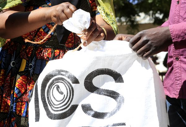 Amina Hussein (L), a farmer from Tanzania's Mnenia village, demonstrates how to use the new hermetic bags in Kondoa, Tanzania, on June 6, 2018. (Noor Khamis/University of Zurich)