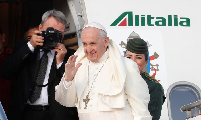 Pope Francis waves as he boards a plane for a two day visit to Ireland at the Leonardo da Vinci-Fiumicino Airport in Rome, Italy on Aug. 25, 2018. (Reuters/Remo Casilli)