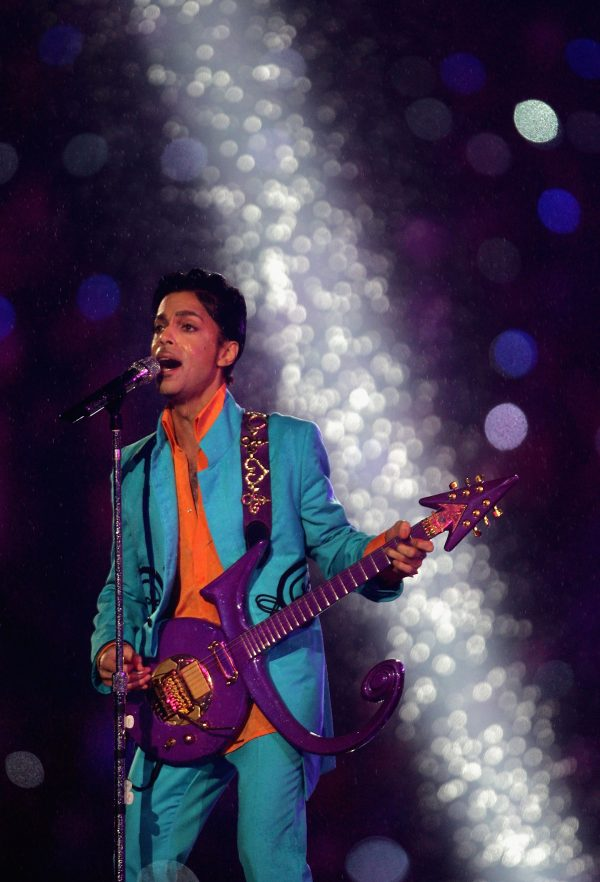 Prince performs at the Superbowl halftime show