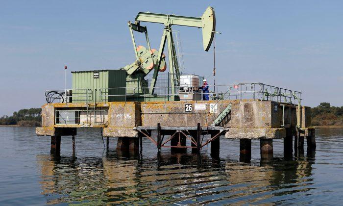 FILE PHOTO: An oil pump jack of Canadian group Vermilion Energy is pictured in Parentis-en-Born, France, October 13, 2017.   REUTERS/Regis Duvignau/File Photo