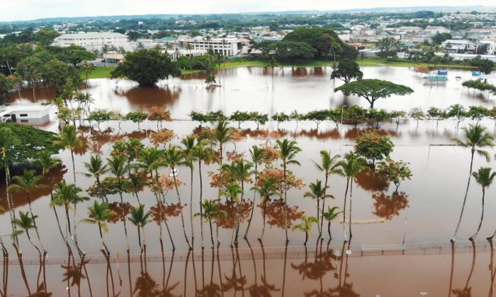 A general view of the heavy flooding in Hilo, Hawaii, U.S. August 24, 2018 in this still image taken from a social media video. Picture taken August 24, 2018. TRACEY NIIMI/via REUTERS