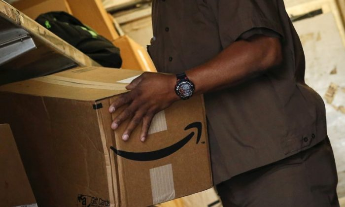 A UPS worker carries an Amazon box to be delivered in New York, on  July 24, 2015.   (Reuters/Eduardo Munoz)