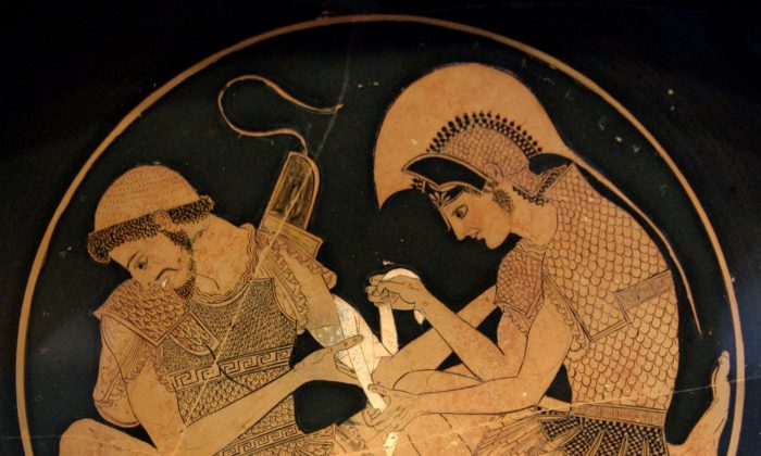 Detail on vase of Achilles tending Patroclus wounded by an arrow, by the potter Sosias, circa 500 B.C., from the Etruscan city of Vulci. Akhilleus Patroklos Antikensammlung Berlin. (Public Domain)