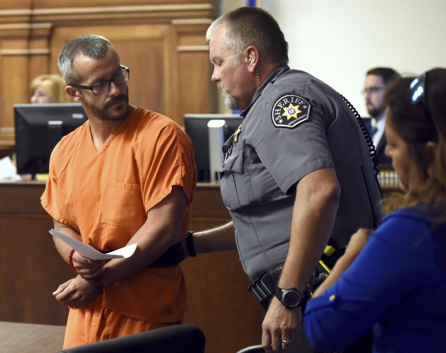 Christopher Watts glances back at a Weld County Sheriff's Deputy as he is escorted out of the courtroom at the Weld County Courthouse in Greeley, Colorado on Aug. 16, 2018. (Joshua Polson/The Greeley Tribune via AP, Pool)