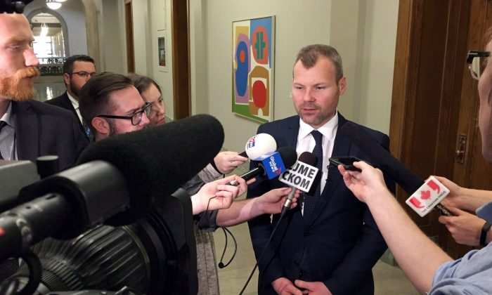 Saskatchewan Environment Minister Dustin Duncan speaks with reporters at the provincial legislature in Regina on Nov. 17, 2016. The Saskatchewan government is doubling down on its climate change strategy and continues to defy Ottawa's demand it put a price on carbon emissions. (The Canadian Press/Jennifer Graham)