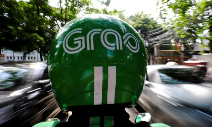 A Grab motor driver is seen in a street in Jakarta, Indonesia, February 13, 2017. (Reuters/Beawiharta).