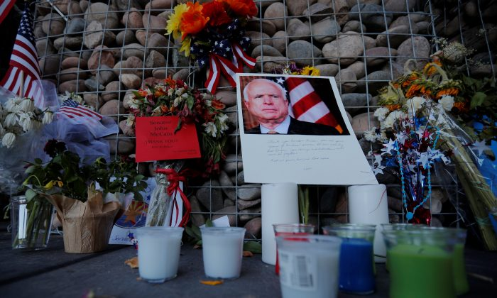 A makeshift memorial stands outside the offices of the late U.S. Senator John McCain in Phoenix, Arizona, U.S., August 28, 2018. (Reuters/Brian Snyder)