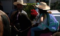 San Diego Father Picks up Daughter on First Day of School on Horseback