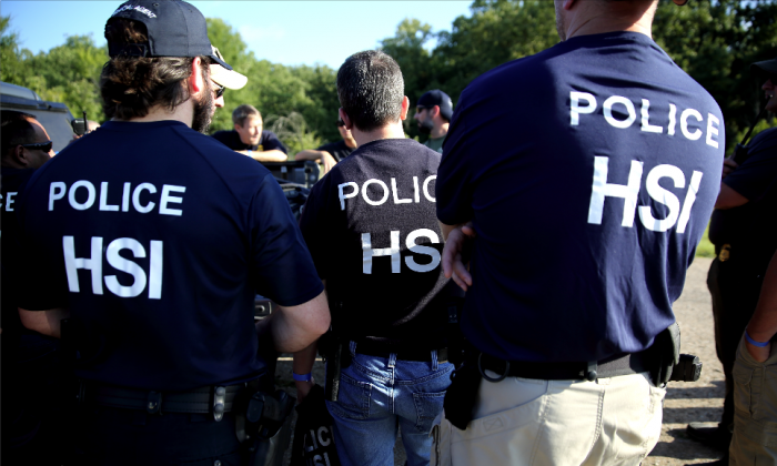 ICE executes a federal criminal search warrant at a business in north Texas, on Aug. 28, 2018. (ICE)