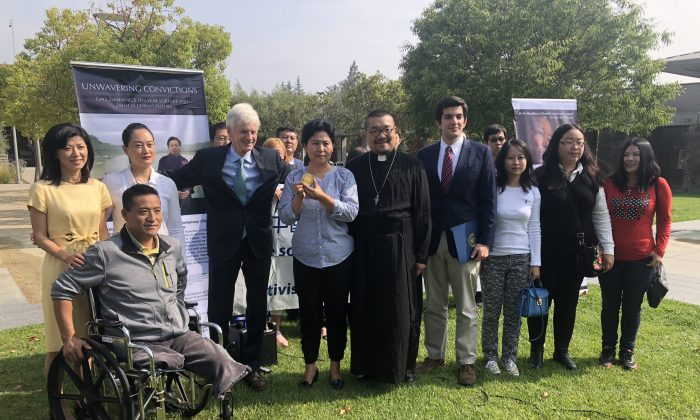 David Kilgour (4th L), Gao's wife Geng He (5th L), and Geo Saba representing Rep. Rohit Khanna (7th L) at the awarding of the Shahbaz Bhatti Freedom Award to Gao Zhisheng, in Cupertino, Calif. on Aug. 24. (Nathan Su/The Epoch Times).