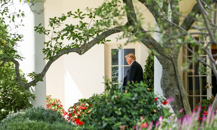 President Donald Trump departs from the White House for a signing event on strengthening retirement security and a joint fundraising committee reception in Charlotte, N.C., on Aug. 31, 2018. (Samira Bouaou/The Epoch Times)