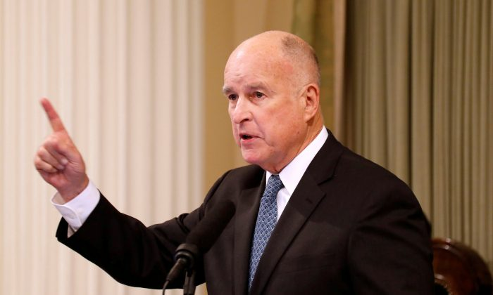 California Governor Jerry Brown delivers his final state of the state address in Sacramento, Calif., January 25, 2018. (REUTERS/Fred Greaves)