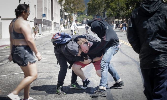 Far-left Antifa extremists beat a man in Berkeley, Calif., on Aug. 27, 2017. (Elijah Nouvelage/Getty Images)