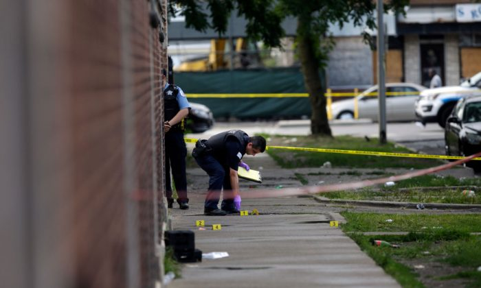 Chicago Police officers and detectives investigate a shooting where multiple people were shot in Chicago, Ill., on Aug. 5, 2018. (Joshua Lott/Getty Images)