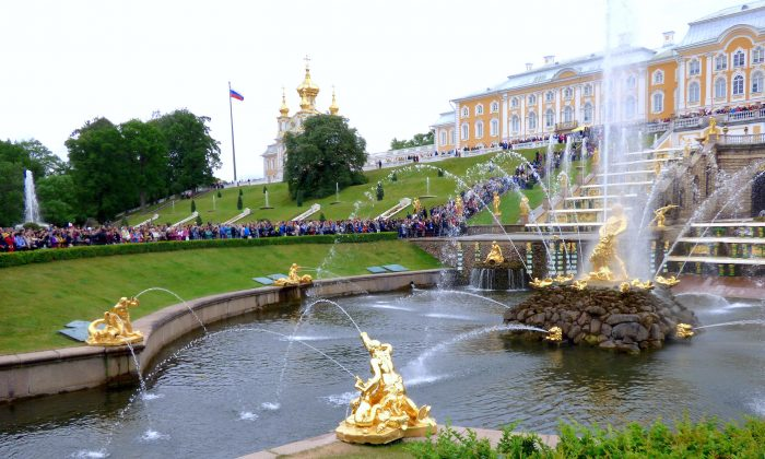 Fountains on the grounds of Peterhof. (Barbara Angelakis)
