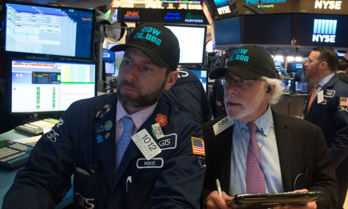 Traders work on the floor at the closing bell of the Dow Industrial Average at the New York Stock Exchange, on Jan. 17, 2018. (BRYAN R. SMITH/AFP/Getty Images)