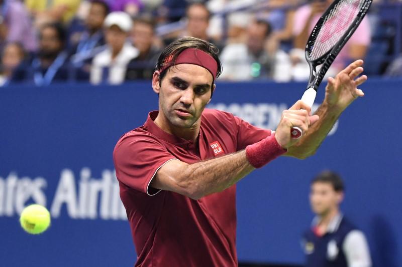 Roger Federer hitting tennis ball