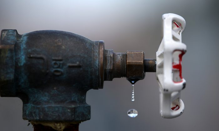 Water drips from a faucet at the Dublin San Ramon Services District (DSRSD) residential recycled water fill station on April 8, 2015 in Pleasanton, California.  (Justin Sullivan/Getty Images)