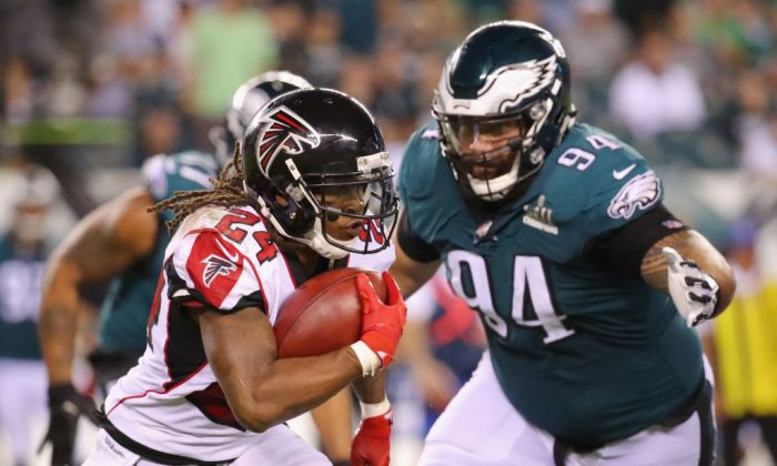 Devonta Freeman #24 of the Atlanta Falcons carries the ball during the second half against the Philadelphia Eagles at Lincoln Financial Field in Philadelphia, Pennsylvania, on Sept. 6, 2018. (Photo by Brett Carlsen/Getty Images)
