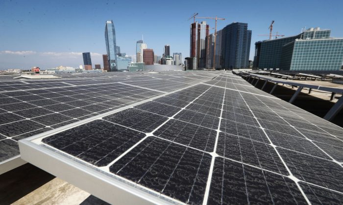 Solar panels are mounted atop the roof of the Los Angeles Convention Center in Los Angeles, Calif. on Sept. 5, 2018 (Mario Tama/Getty Images)