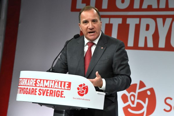Stefan Lofven addresses supporters