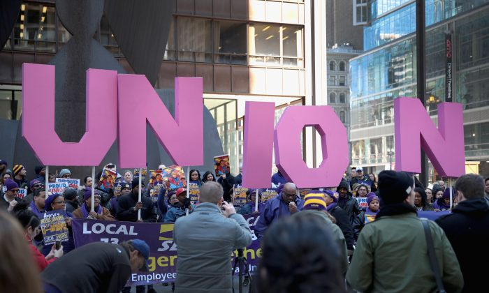 Members of the Service Employees International Union (SEIU) hold a rally at the Richard J. Daley Center plaza in Chicago, Ill., on Feb. 26, 2018. (Scott Olson/Getty Images)