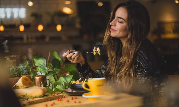 While intermittent fasting provides proven weight-loss benefits, it takes healthy eating to ensure steady improvement. (Pablo Merchán Montes/Unsplash)