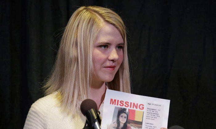 Elizabeth Smart holds a photo of Elizabeth Elena Laguna Salgado during a news conference, in Sandy, Utah on April 24, 2015.(AP Photo/Rick Bowmer, File)
