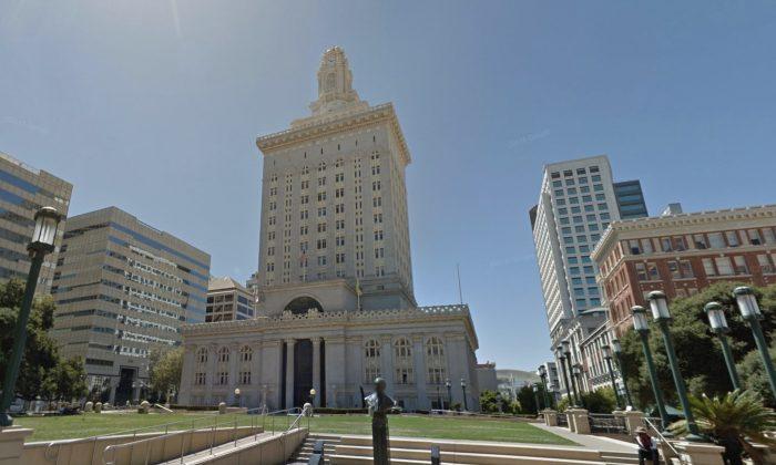 Oakland City Hall, Oakland, Calif. (Map data @2018 Google)