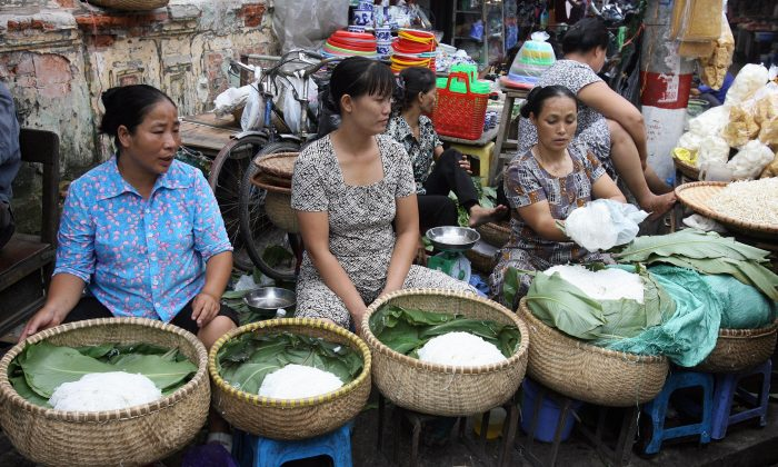 Vendorscat their stalls at a market in downtown Hanoi in 2007.  (HOANG DINH NAM/AFP/Getty Images)