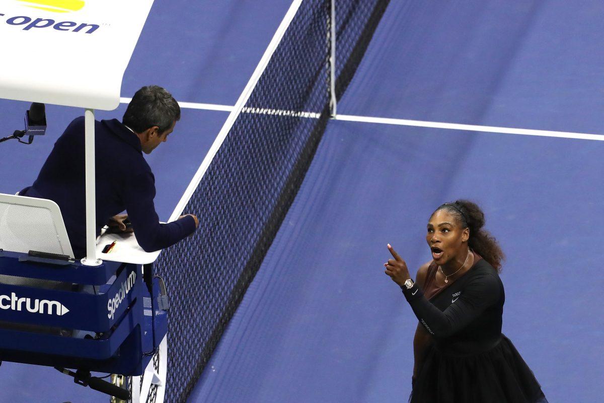 Serena Williams yells at umpire Carlos Ramos