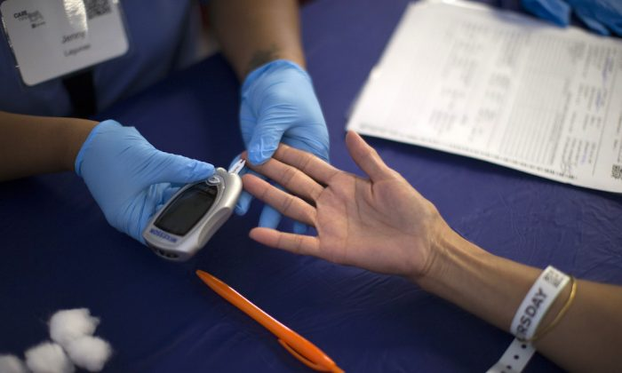 A person receives a test for diabetes during Care Harbor LA free medical clinic in Los Angeles, Calif., on Sept. 11, 2014.  (Mario Anzuoni/Reuters)