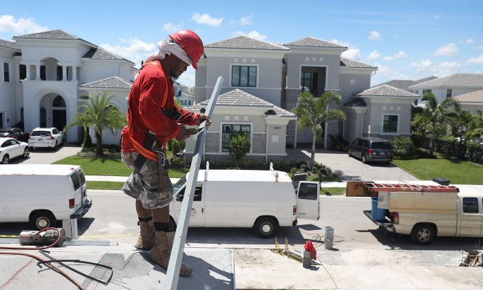 Construction worker in Boca Raton, Fla., on Aug. 21, 2018. (Joe Raedle/Getty Images)