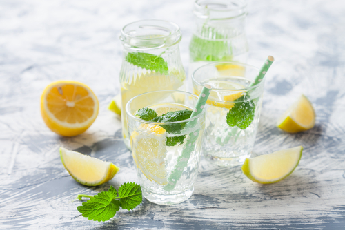 Fears that carbonated water could weaken bones or teeth are overblown, and this sugar-free drink has surprising health benefits. (Shutterstock)