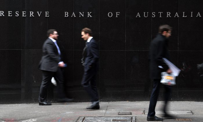 Office employees walk in front of the Reserve Bank of Australia in Sydney on Sept. 4, 2018. (Saeed Khan/AFP/Getty Images)
