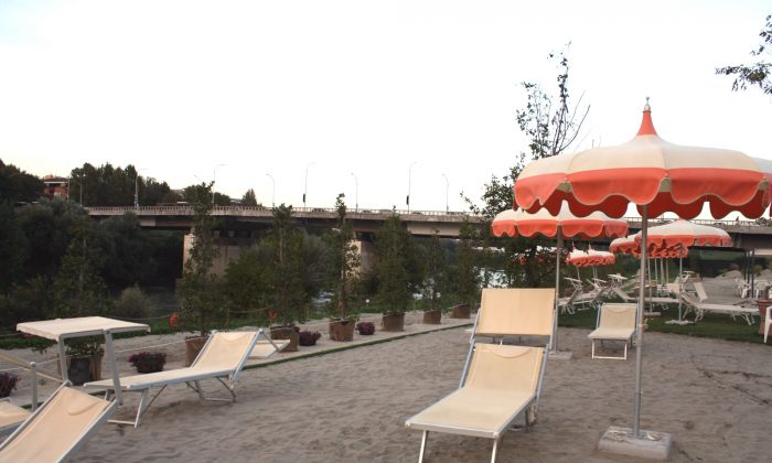 Rome's artificial beach, Tiberis, on Sept. 12, 2018. The beach, sited along the banks of the Tiber River in the south of the city, opened to the public on Aug. 4, 2018. (Maria Michela D'alessandro/Special to The Epoch Times)