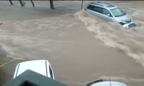 Flash Flooding in Mexico Causes Chaos in Streets