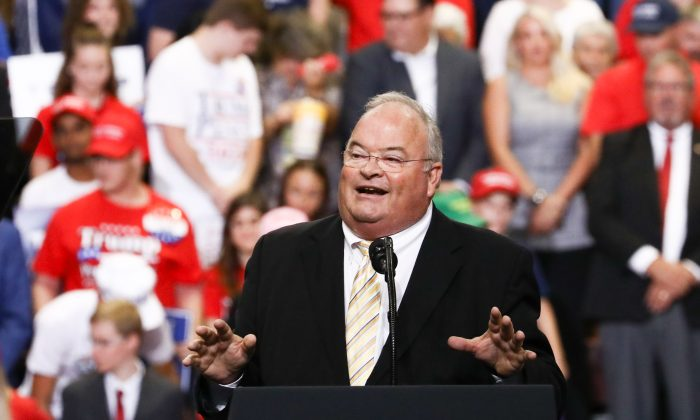 Rep. Billy Long (R-Mo.) at Trump's Make America Great Again rally in Springfield, Mo., on Sept. 21, 2018. (Charlotte Cuthbertson/The Epoch Times)