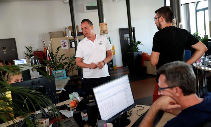 Attila Toth-Szenesi, Editor-in-Chief of Hungary's main independent website Index talks in the newsroom in Budapest, Hungary, on Sept. 18, 2018. (Reuters/Bernadett Szabo)