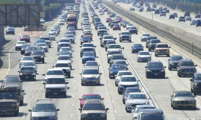 Cars drive on a congested freeway in Los Angeles on Aug. 28, 2018. (Frederic J. Brown/AFP/Getty Images)