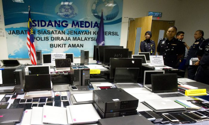 Malaysian Police stands behind evidence before a press conference in Kuala Lumpur, Malaysia on Sept. 28, 2018. (Yam G-Jun/AP)