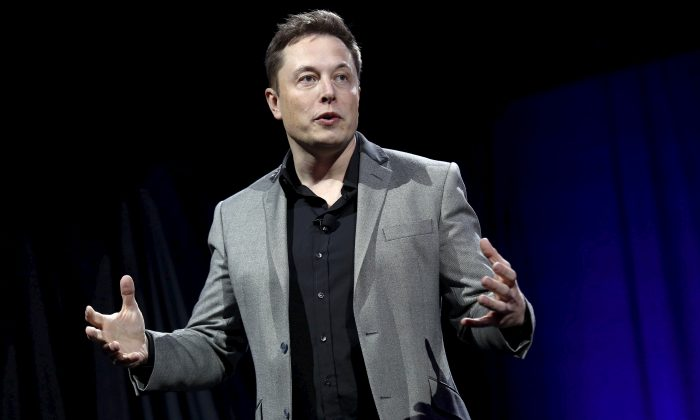 Tesla Motors CEO Elon Musk reveals the Tesla Energy Powerwall Home Battery during an event in Hawthorne, Calif., on April 30, 2015. (Patrick T. Fallon/Reuters)