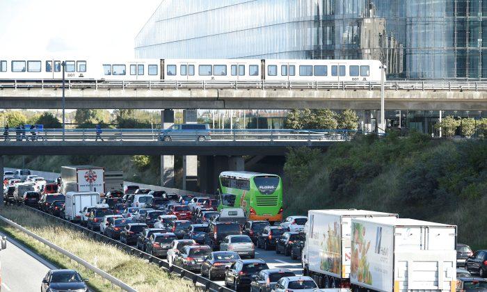 Vehicles sit in traffic after Oresund Bridge, near Copenhagen, Denmark, on Sept. 28, 2018. (Ritzau Scanpix/Nils Meilvang/Reuters)