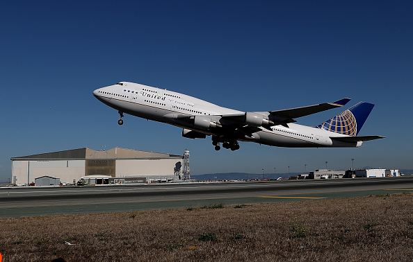 United Airlines flight 747 takes off from San Francisco International Airport as it travels to Honolulu, Hawaii on its final flight in San Francisco, California,  on Nov. 7, 2017. (Justin Sullivan/Getty Images)