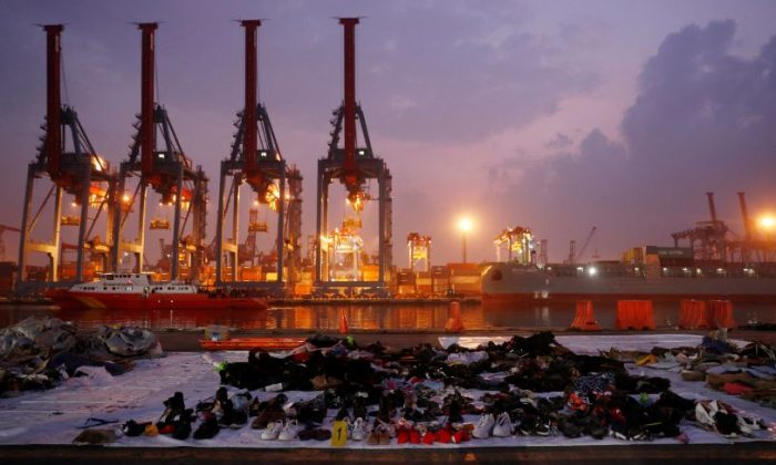 Recovered belongings believed to be from the crashed Lion Air flight JT610 are laid out at Tanjung Priok port in Jakarta, Indonesia, Nov. 1, 2018. (Reuters/Edgar Su)