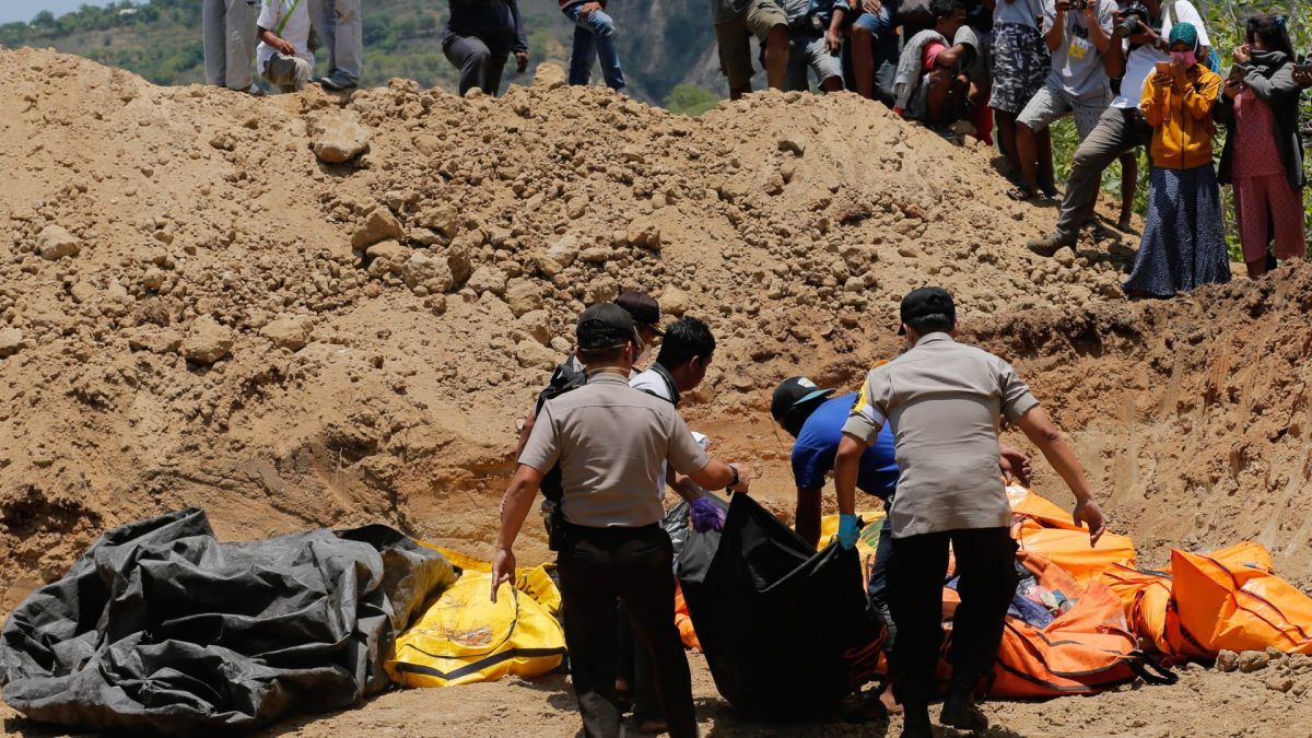 Rescue teams victims mass grave